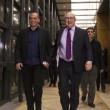 Il ministro delle Finanze della Francia Michel Sapin con Yanis Varoufakis (LaPresse)