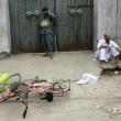 Afghanistan, kamikaze esplode davanti banca: decine di morti, isis rivendica FOTO10