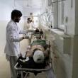 Afghanistan, kamikaze esplode davanti banca: decine di morti, isis rivendica FOTO08