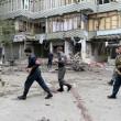 Afghanistan, kamikaze esplode davanti banca: decine di morti, isis rivendica FOTO07