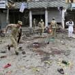 Afghanistan, kamikaze esplode davanti banca: decine di morti, isis rivendica FOTO06