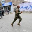 Afghanistan, kamikaze esplode davanti banca: decine di morti, isis rivendica FOTO05