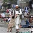 Afghanistan, kamikaze esplode davanti banca: decine di morti, isis rivendica FOTO04
