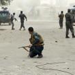 Afghanistan, kamikaze esplode davanti banca: decine di morti, isis rivendica FOTO02