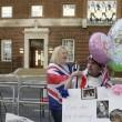 Kate Middleton, stampa e fan monarchia attendono l'arrivo del Royal baby6