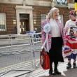 Kate Middleton, stampa e fan monarchia attendono l'arrivo del Royal baby07