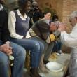 Sylvie Lubamba: papa Francesco le lava i piedi in carcere10