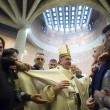 Sylvie Lubamba: papa Francesco le lava i piedi in carcere08