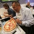 Napoli, M5s: Fico e Di Maio servono pizza per autofinanziamento regionali11