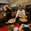 Napoli, M5s: Fico e Di Maio servono pizza per autofinanziamento regionali15