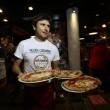 Napoli, M5s: Fico e Di Maio servono pizza per autofinanziamento regionali109