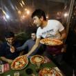 Napoli, M5s: Fico e Di Maio servono pizza per autofinanziamento regionali21