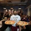 Napoli, M5s: Fico e Di Maio servono pizza per autofinanziamento regionali24