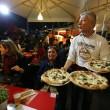 Napoli, M5s: Fico e Di Maio servono pizza per autofinanziamento regionali25