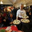 Napoli, M5s: Fico e Di Maio servono pizza per autofinanziamento regionali2772