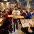 Napoli, M5s: Fico e Di Maio servono pizza per autofinanziamento regionali07