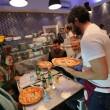 Napoli, M5s: Fico e Di Maio servono pizza per autofinanziamento regionali09