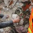 Nepal, neonato estratto vivo dalle macerie 82 ore dopo il terremoto FOTO