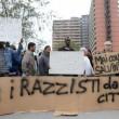 """Salvini: """"Vi rado al suolo"""". Gli immigrati non lo fanno entrare all'Hotel House2"""