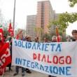 """Salvini: """"Vi rado al suolo"""". Gli immigrati non lo fanno entrare all'Hotel House3"""
