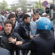 """Salvini: """"Vi rado al suolo"""". Gli immigrati non lo fanno entrare all'Hotel House9"""