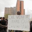 """Salvini: """"Vi rado al suolo"""". Gli immigrati non lo fanno entrare all'Hotel House7"""