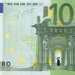 Stefanos, artista che disegna su banconote euro i morti suicidi per crisi FOTO 2