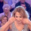 Blackout Mediaset, Barbara D'Urso in diretta con una molletta in testa VIDEO