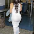 Kim Kardashian e l'abito aderente bianco FOTO 7