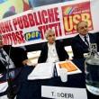 Napoli, sindacati di base interrompono conferenza con Stefano Boeri e Poletti 030