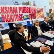 Napoli, sindacati di base interrompono conferenza con Stefano Boeri e Poletti 04