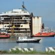 Costa Concordia, ultimo viaggio: relitto arriva ex Superbacino18
