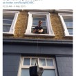 Londra, resta chiuso nel bagno e chiede aiuto grazie a Twitter 05