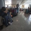 Fiumicino, incendio aeroporto: passeggeri dormono a terra10