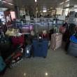Fiumicino, incendio aeroporto: passeggeri dormono a terra11