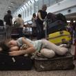 Fiumicino, incendio aeroporto: passeggeri dormono a terra19