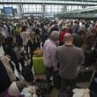Fiumicino, incendio aeroporto: passeggeri dormono a terra03