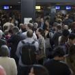 Fiumicino, incendio aeroporto: passeggeri dormono a terra09