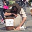 Ragazzo vestito da Gesù si aggira per Torino: la polizia lo ferma 5 volte04