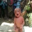India, neonato con la febbre costretto a camminare dalla stregona