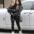 "Kim Kardashian e figlia Nori ""dark"": tutte e 2 indossano giacca pelle nera15"