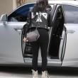 "Kim Kardashian e figlia Nori ""dark"": tutte e 2 indossano giacca pelle nera14"