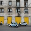 """""""Nessuno tocchi Milano"""": in migliaia a ripulire muri e scritte dei black bloc 11"""