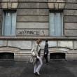 """""""Nessuno tocchi Milano"""": in migliaia a ripulire muri e scritte dei black bloc 06"""