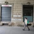 """""""Nessuno tocchi Milano"""": in migliaia a ripulire muri e scritte dei black bloc 05"""