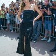 Miranda Kerr a Cannes: prima in rosa shocking super scollato, poi in nero