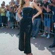 Miranda Kerr a Cannes: prima in rosa shocking super scollato, poi in nero25