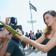 Miranda Kerr a Cannes: prima in rosa shocking super scollato, poi in nero27