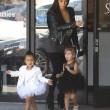North e Penelope, figlie di Kim e Kourtney Kardashian a danza insieme11