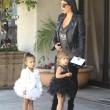 North e Penelope, figlie di Kim e Kourtney Kardashian a danza insieme03